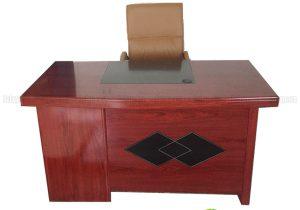 Tận dụng tiện ích 2 trong 1 với bàn giám đốc có hộc