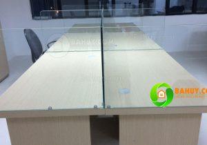Cách mẫu vách ngăn được sử dụng cho cụm bàn